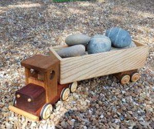 Camion semi-remorque ben en bois