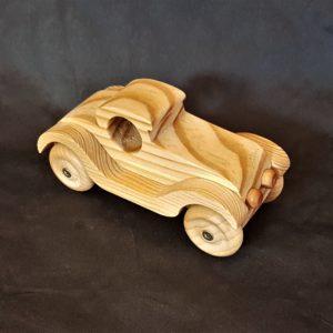 Petite voiture en bois
